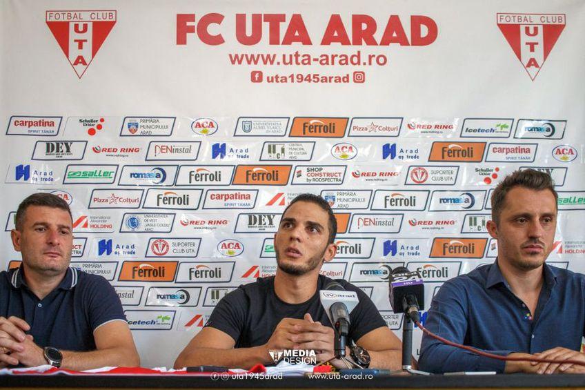 Erico da Silva (centru) este noul transfer realizat de UTA // foto: Facebook @ UTA Arad