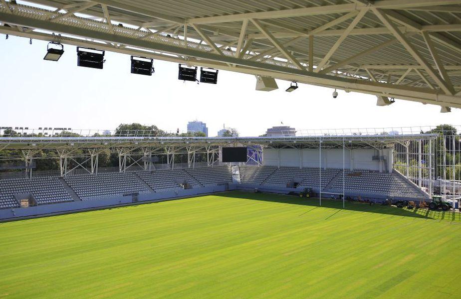 """Lucrările la stadionul """"Arcul de Triumf"""" se apropie de final. Gazeta a vizitat azi șantierul și a făcut un prim tur al noii arene pe care se bat deja cluburile de fotbal."""