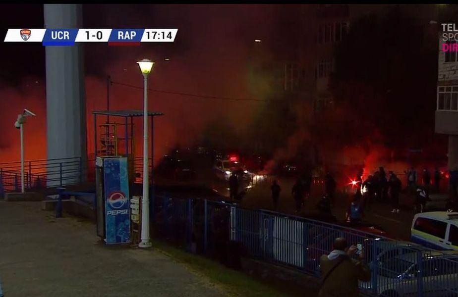 Fanii olteni au creat o atmosferă incendiară la partida dintre FC U Craiova 1948 și Rapid. Poliția a intervenit pentru a liniști lucrurile.