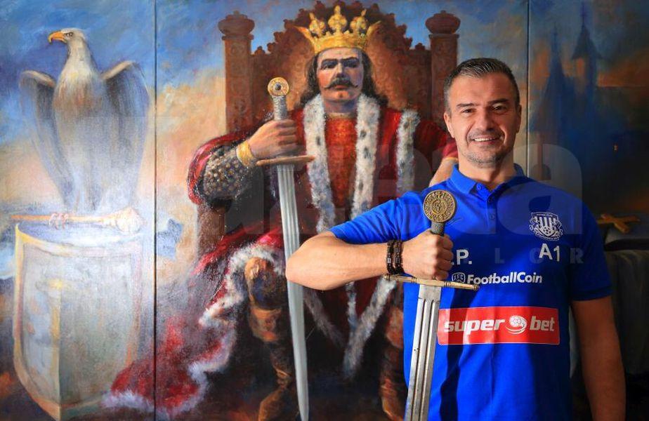 Cu o replică a sabiei lui Ștefan cel Mare în mână, Pancu și-a stabilit obiectivul suprem ca antrenor: finală de cupă europeană cu Beșiktaș