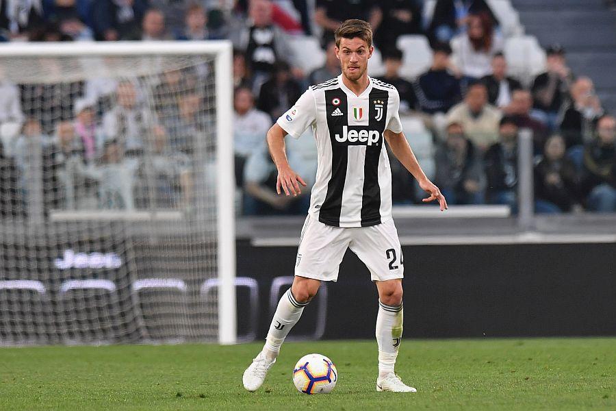 CORONAVIRUS / Rugani, de la Juventus, a fost diagnosticat cu coronavirus. În urmă cu trei zile a stat alături de Ronaldo și ceilalți colegi la meciul cu Inter Milano