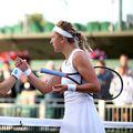 Alize Cornet, în stânga, alături de Victoria Azarenka // FOTO: Guliver/GettyImages