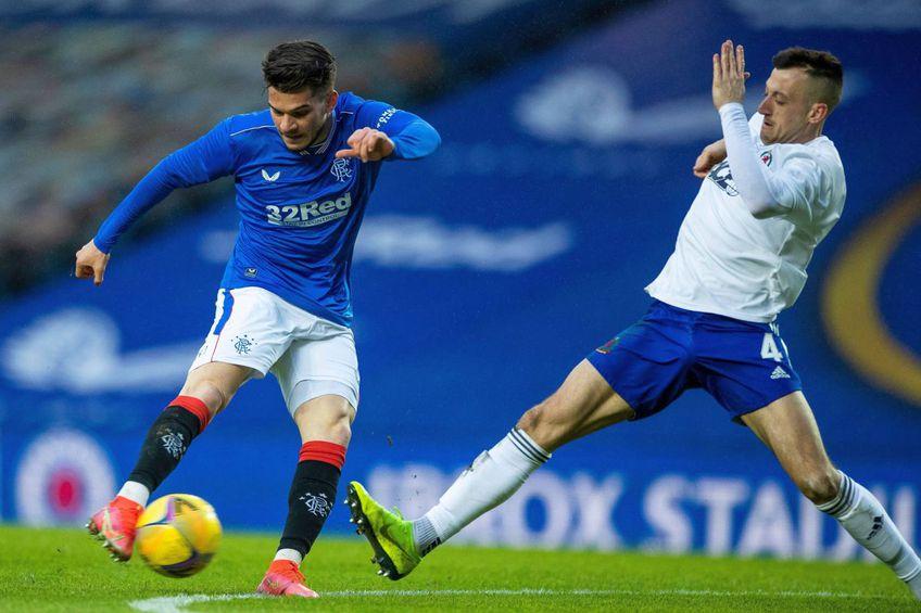 Ianis Hagi (în albastru), Rangers // foto: Imago