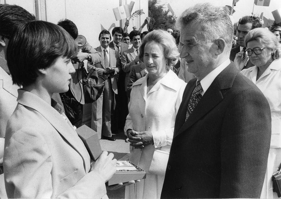 Imagine document cu Nadia Comăneci, la o discuție cu Nicolae și Elena Ceaușescu FOTO hepta.ro