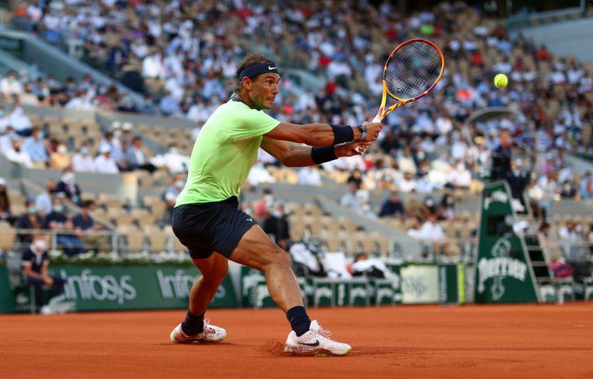 Semifinala Roland Garros 2021 dintre Novak Djokovic (1 ATP) și Rafael Nadal (3 ATP) candidează la meciul anului. Cei doi coloși oferă raliuri antologice.