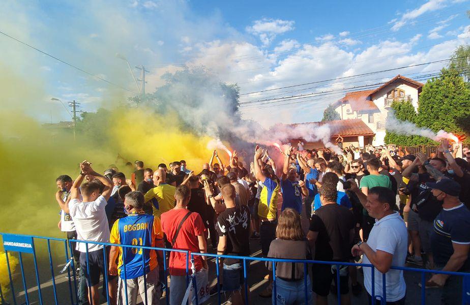 Fanii Petrolului au făcut o atmosferă de senzație înaintea meciului cu Rapid