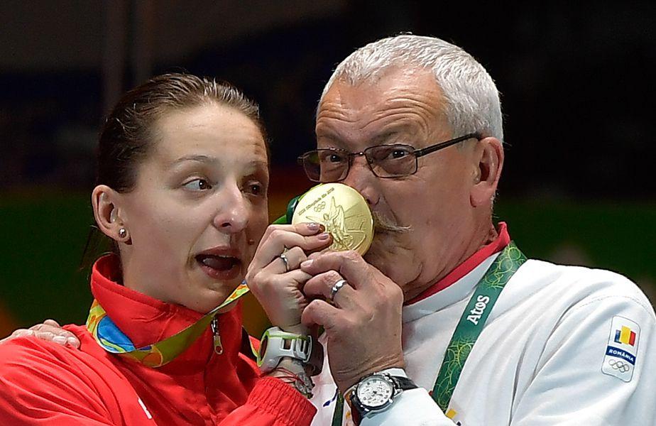 Ana Maria Popescu și Dan Podeanu amuzându-se pe podiumul olimpic FOTO Cristi Preda