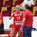 Evgenija Minevskaia discută cu antrenorul Florin Pera. Nemțoaica se întoarce acolo unde a evoluat sezonul trecut FOTO Marius Ionescu