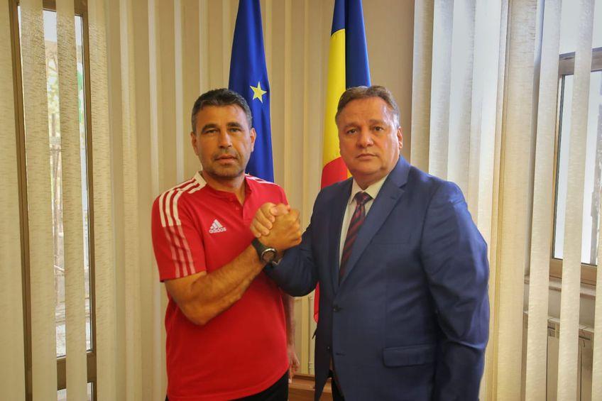 Marius Milea, prezentat de președintele Consiliului Județean Călărași  FOTO: Facebook @vasile.iliuta68