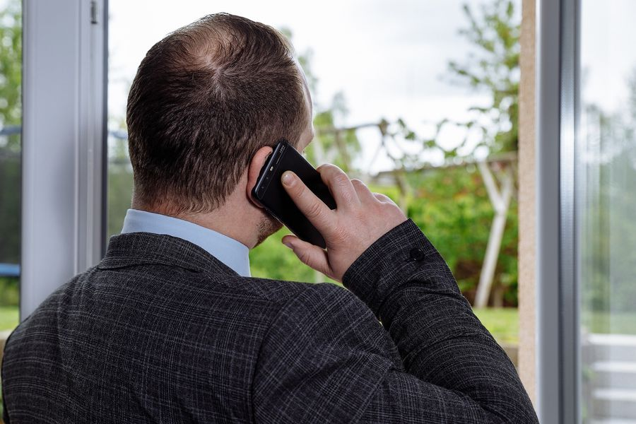 Cine plătește comisionul agenției imobiliare la închiriere: proprietarul sau chiriașul?