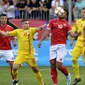 Mihai Bordeianu (al doilea din dreapta), la singurul său meci ca titular în echipa națională: România - Malta 1-0