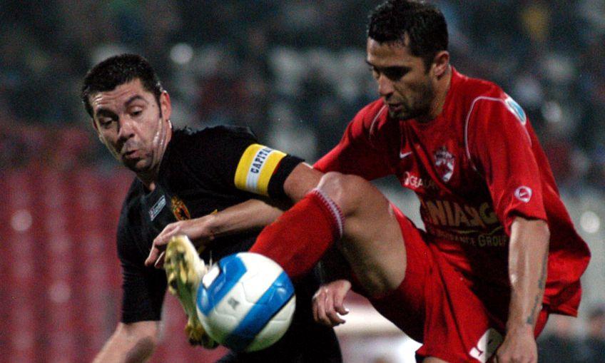 Alistar, aici în tricoul Ceahlăului, într-un duel cu Niculescu FOTO sportpictures.eu