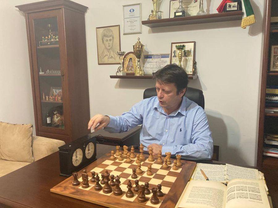 Vladimir Danilov mai folosește uneori ceasurile vechi de șah, care apar și în