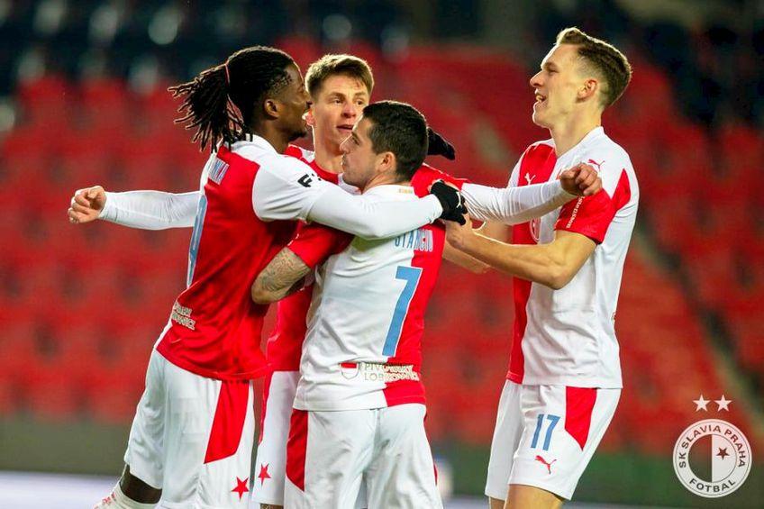 Nicolae Stanciu alături de coechipieri la Slavia Praga