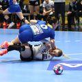Dueluri tari între jucătoarele celor două echipe. Aici Asma Elghaoui versus Andrea Klikovac FOTO Marius Ionescu