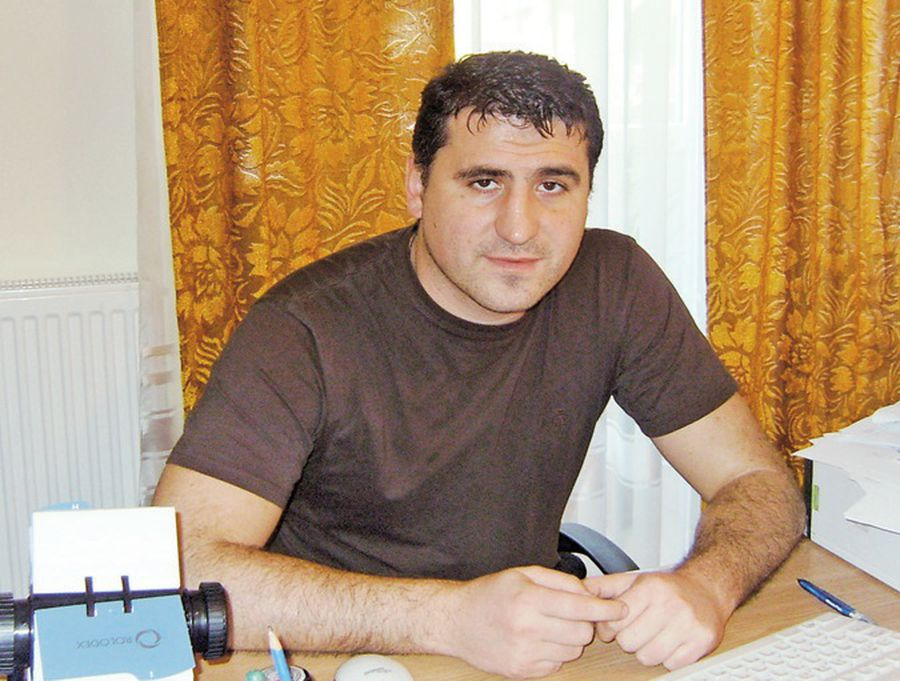 Ciprian Paraschiv în 2010, la biroul de director al DJTS Iași