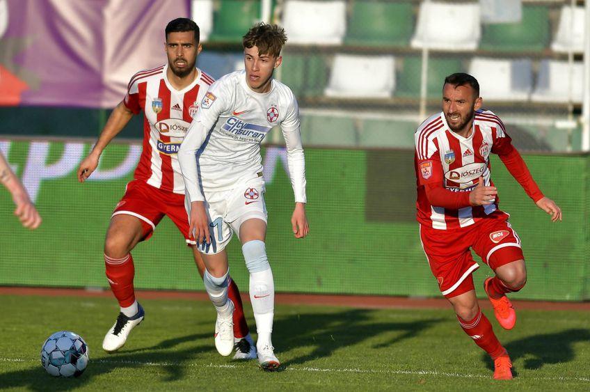 Octavian Popescu (centru), în Sepsi - FCSB 1-1 // foto: Imago