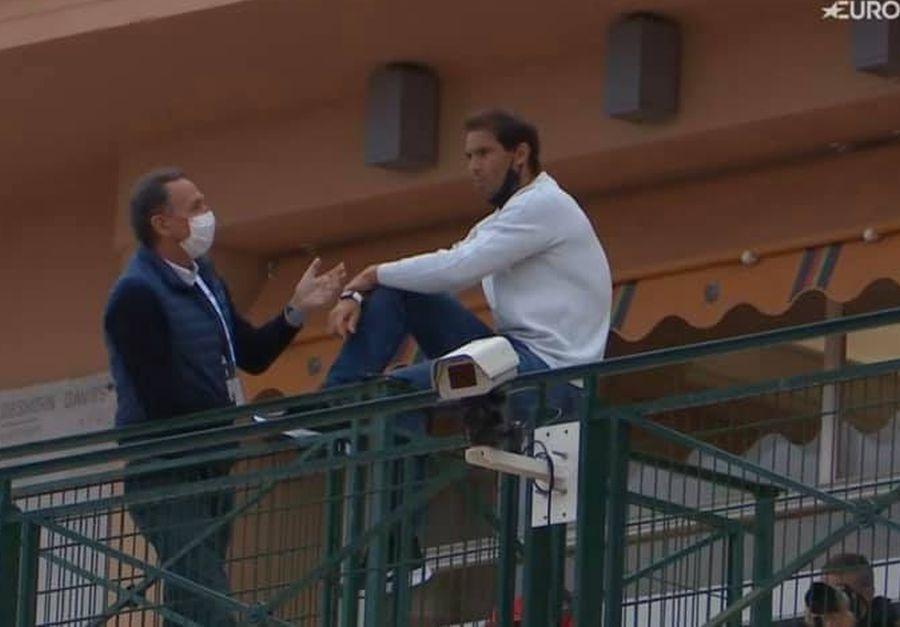 Nadal, urmărind meciul lui Benoit Paire