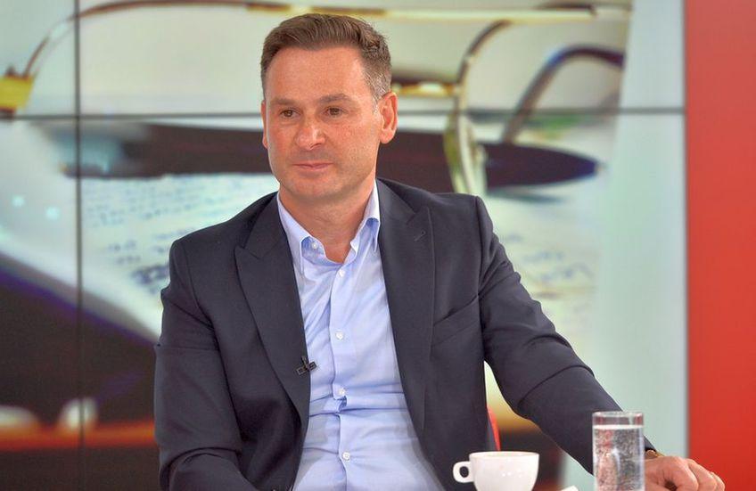 Ionuț Negoiță îi mai ține și luna viitoare la RIN Grand Hotel pe cei de la Dinamo, apoi are un proiect de a închiria birourile respective. Fostul patron a amânat mutarea, impresionat de fanii din DDB.