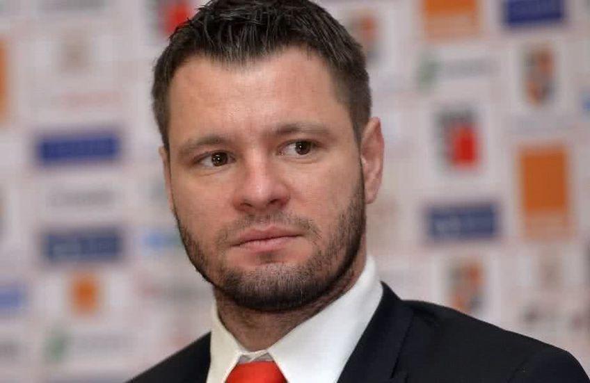 Marius Niculae (39 de ani) a acceptat să i se alăture lui Ionel Dănciulescu (44 de ani), în proiectul de la CS Dinamo.