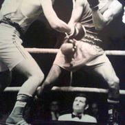 Ilie Dragomir (dreapta) și una dintre eschivele care l-au făcut celebru în anii 80