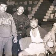 Ilie Dragomir (al doilea din stânga), alături de câțiva prieteni. Primul din stânga, Gheorghe Simion