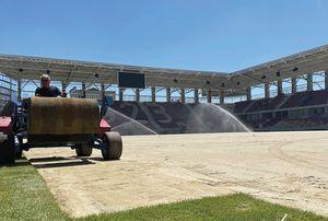 Imagini noi de la Stadionul Rapid! A început montarea gazonului pe arena din Giulești