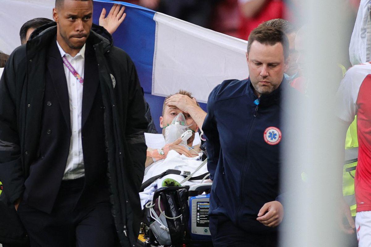 Eriksen a fost stabilizat la spital, după ce s-a prăbușit pe teren » Vorbește și respiră singur