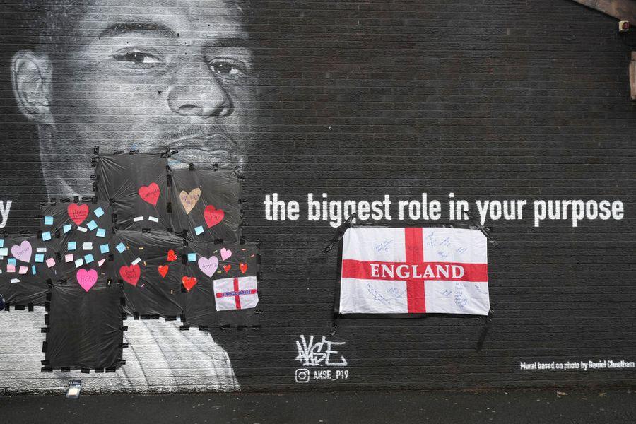 Pictura murală a lui Marcus Rashford a fost vandalizată » Reacția oamenilor e impresionantă + Mesaj emoționant al fotbalistului