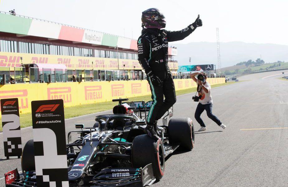 Lewis Hamilton sărbătorind pole-ul de la Mugello Foto Reuters