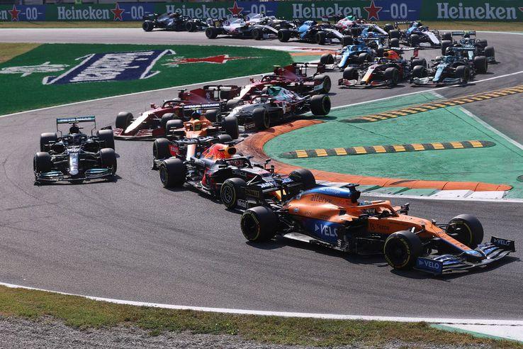 Daniel Ricciardo, conducând cursa // foto: Guliver/gettyimages