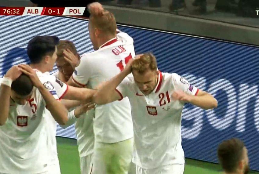 O ploaie de obiecte s-a abătut asupra jucătorilor polonezi după golul din minutul 77 / Captură Twitter