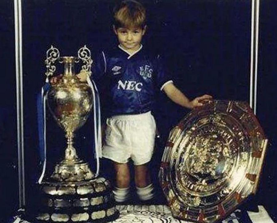 Micul Gerrard și unica poză a sa în tricoul lui Everton