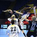 Au fost dueluri tari între jucătoarele celor două echipe //   FOTO Marius Ionescu