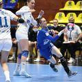 CSM București s-a calificat în sferturile de finală ale Ligii Campionilor la handbal feminin, în ciuda înfrângerii din returul cu SCM Rm. Vâlcea, scor 21-27 (33-24 în tur). Adversara din turul următor este ȚSKA Moscova.