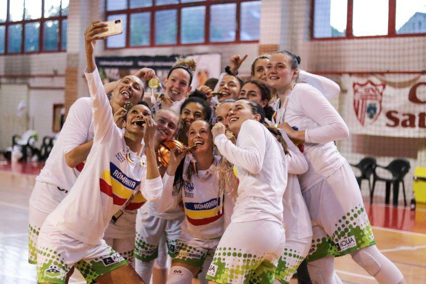 Jucătoarele de la Sepsi sărbătorind cu medaliile de campioane Foto Miska Brigitta