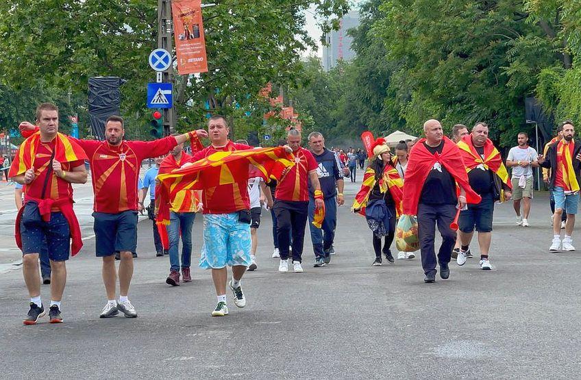 Nord-macedonenii se îndreaptă spre Arena Naționala // FOTO: Vlad Nedelea