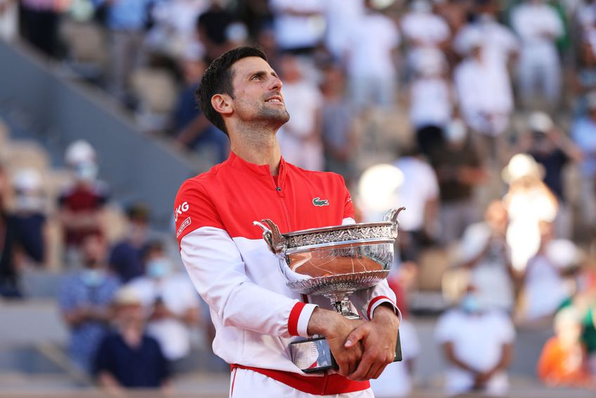 Sârbul Novak Djokovic (34 de ani, locul 1 ATP) și grecul Stefanos Tsitsipas (22 de ani, locul 5 ATP) joacă de la 16:00 în finala Roland Garros 2021 // FOTO: Guliver/GettyImages