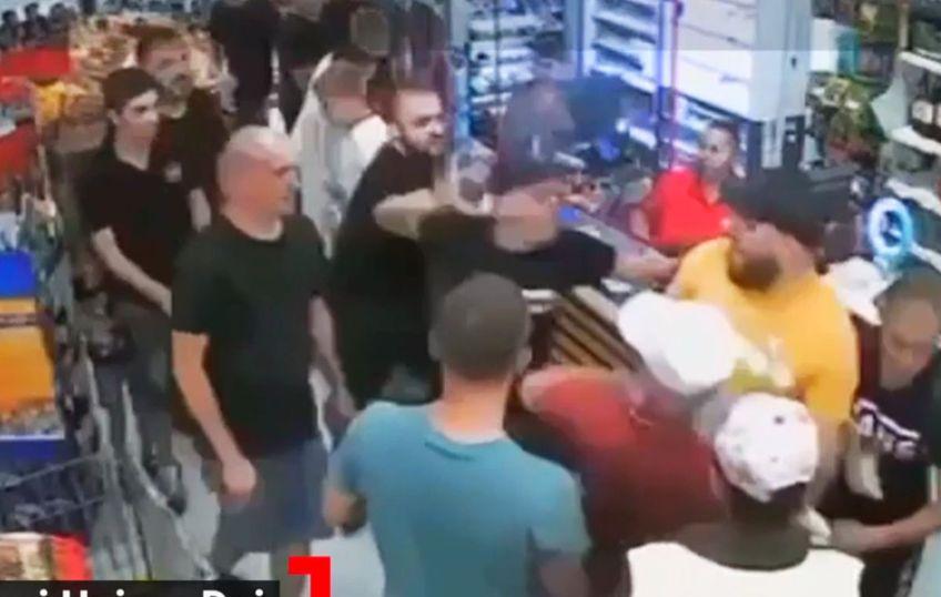 Mai mulți fani steliști au agresat două persoane într-o magazin din Dej, la scurt timp după eșecul suferit de formația lor în etapa cu numărul 6 din Liga 2, scor 1-2 împotriva Unirii.