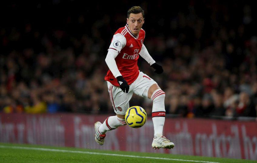 """Mesut Ozil (31 de ani, mijlocaș ofensiv) nu a mai jucat din luna martie pentru Arsenal, însă de curând a încasat un cec uriaș din partea """"tunarilor""""."""