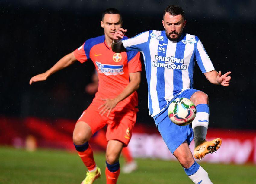 Brandul Corvinul Hunedoara revine în fotbalul românesc  // foto: Cristi Preda