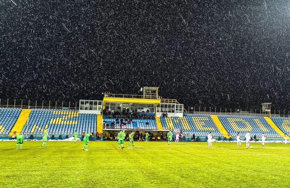 Meciul Hermannstadt - Dinamo s-a jucat în condiții de iarnă