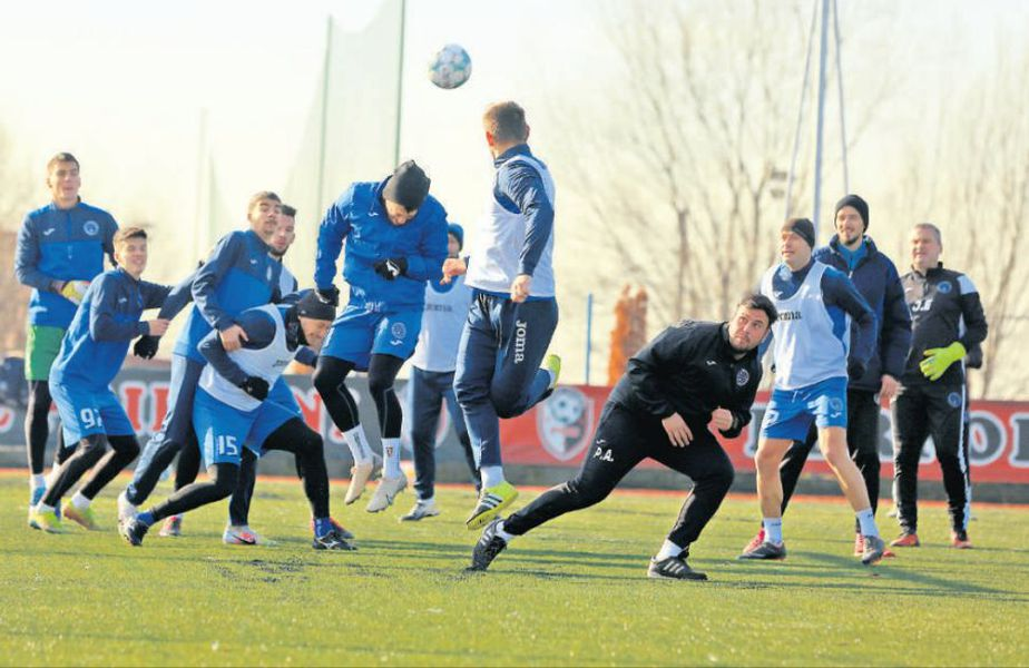 CFR va întâlni astăzi echipa-revelație a sezonului, FC Clinceni, o formație pe care Ilie Poenaru a făcut-o să pară mai bună decât este și el însuși se descurcă prea bine pentru un tehnician nelicențiat.