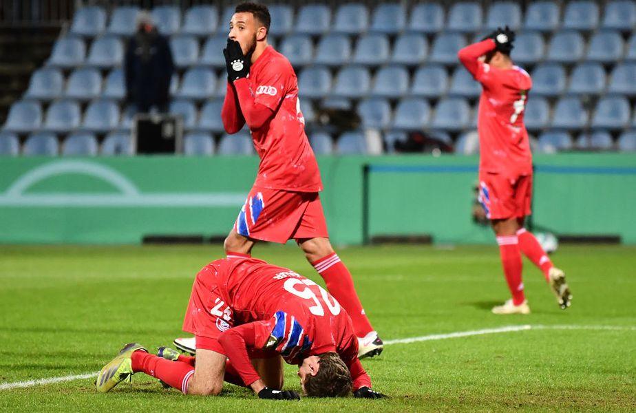Bayern Munchen e prima deținătoare a trofeului eliminată în ultimii 20 de ani în turul 2 al ediției următoare a Cupei Germaniei. Bavarezii au pierdut după loviturile de departajare, în fața divizionarei secunde Holstein Kiel (2-2, 5-6).