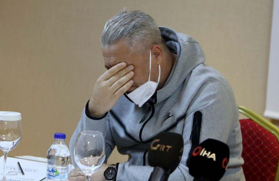 Marius Șumudică (49 de ani) și-a luat adio astăzi de la Gaziantep. În cadrul conferinței de presă, tehnicianul român nu și-a putut stăpâni emoțiile și a început să plângă @Twitter