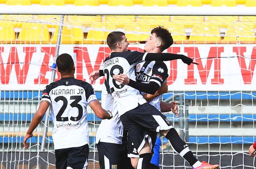 Valentin Mihăilă (21 de ani) a marcat din nou pentru Parma, tot din pasa lui Dennis Man (22 de ani). De data asta, formația lor a obținut și victoria, 2-0 cu AS Roma.