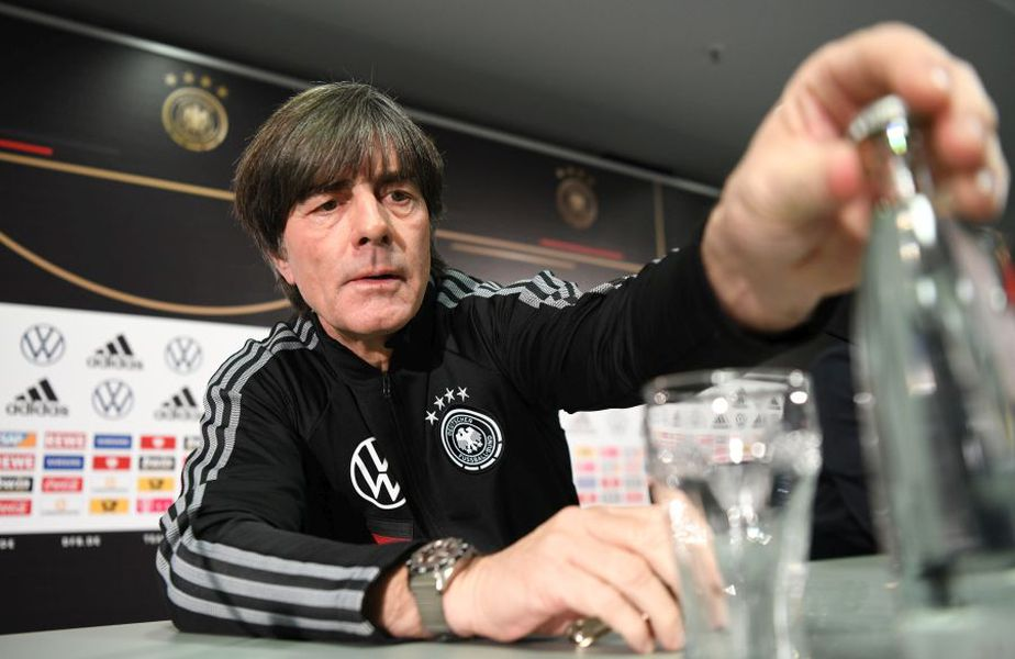 """Joachim Low, selecționerul Germaniei, n-a fost """"prins"""" în conceptul de securitate sanitară din Bundesliga. Nici el, nici președintele Federației, Fritz Keller."""