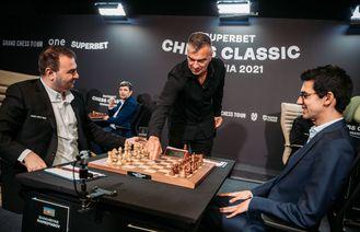 Trofeul Superbet Chess Classic e foarte aproape să plece în Azerbaidjan, dar o răsturnare de situație încă mai e posibilă în Runda a IX-a