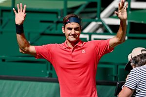 Federer, prima victorie pe iarbă înainte de Wimbledon