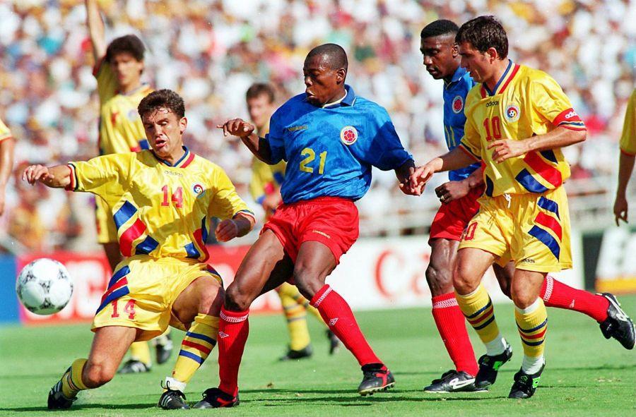 Mihali, ajuns astăzi la 54 de ani, într-un duel fabulos cu celebrul Asprilla, într-un meci de poveste: România - Columbia 3-1, la World Cup '94